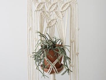 """Selling: Macrame plant hanger - """"Leaves"""""""