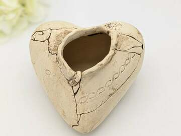 Selling: Heart Planter 2