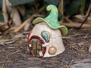 Selling: Fairy House with sea shells