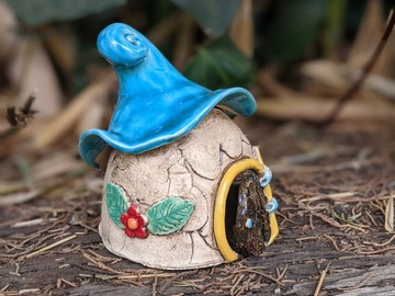 Selling: Fairy House with flower