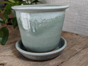 Selling: Small planter in celedon and a light snowy top#21-31