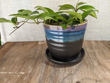 Selling: Planter in matte black and rutile! #21-33