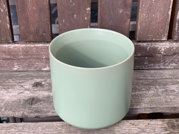 Selling: Pot Kendall- Green